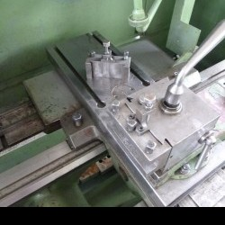 Screw-cutting lathe TOS SUI 40-1000 photo on Industry-Pilot