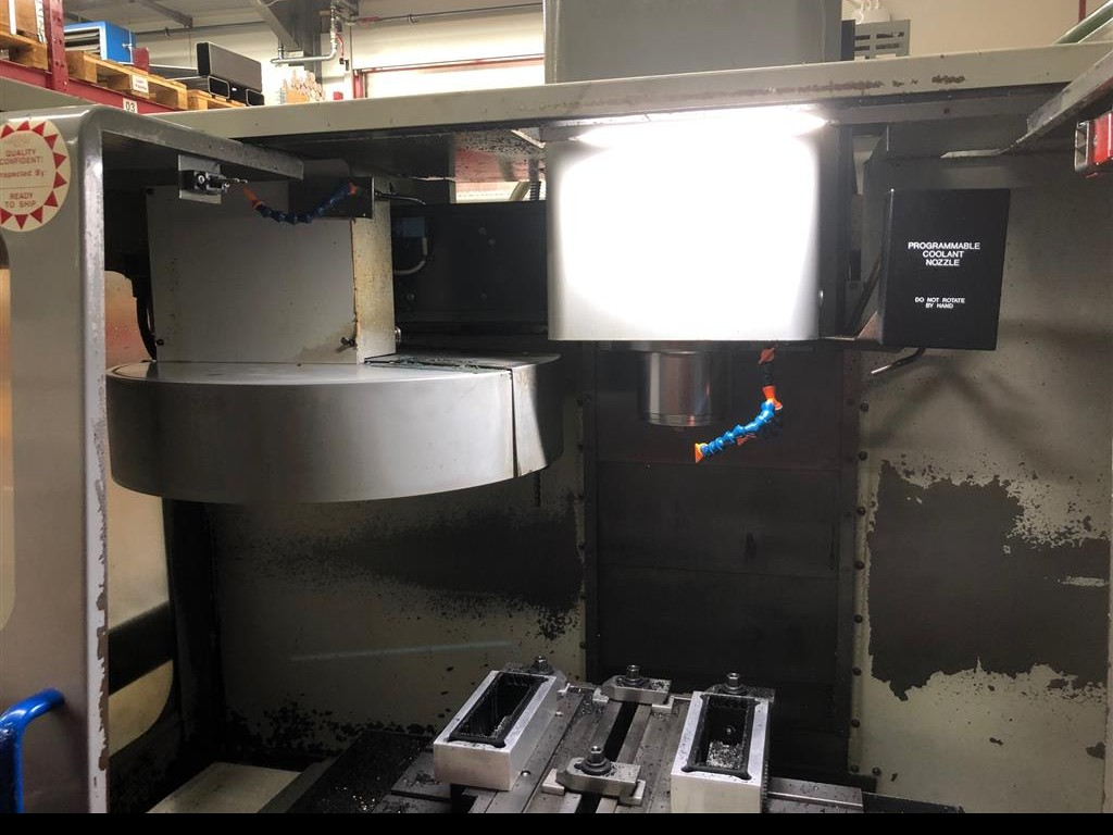 Machining Center - Vertical MIKRON - HAAS VCE 500 photo on Industry-Pilot