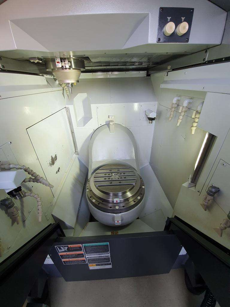 Обрабатывающий центр - универсальный MORI SEIKI NMV 3000 DCG фото на Industry-Pilot