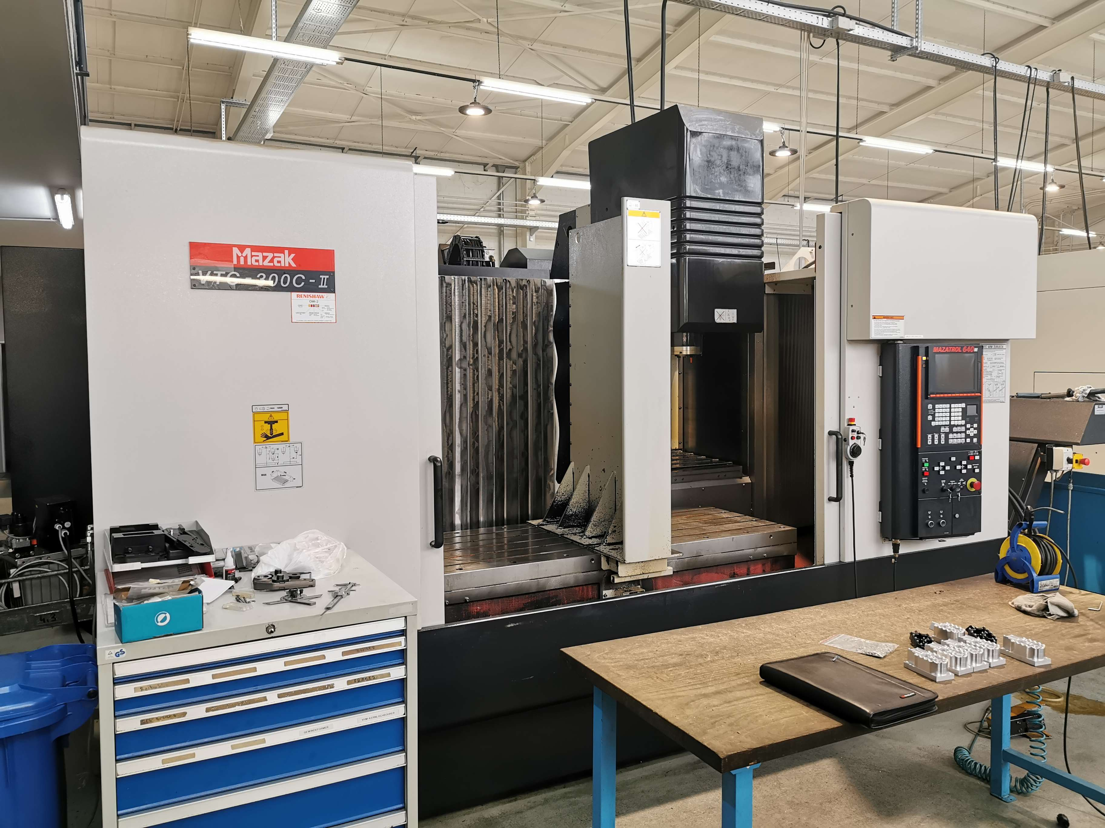 Milling Machine - Vertical CNC Fräsmaschine Mazak VTC 300 C II