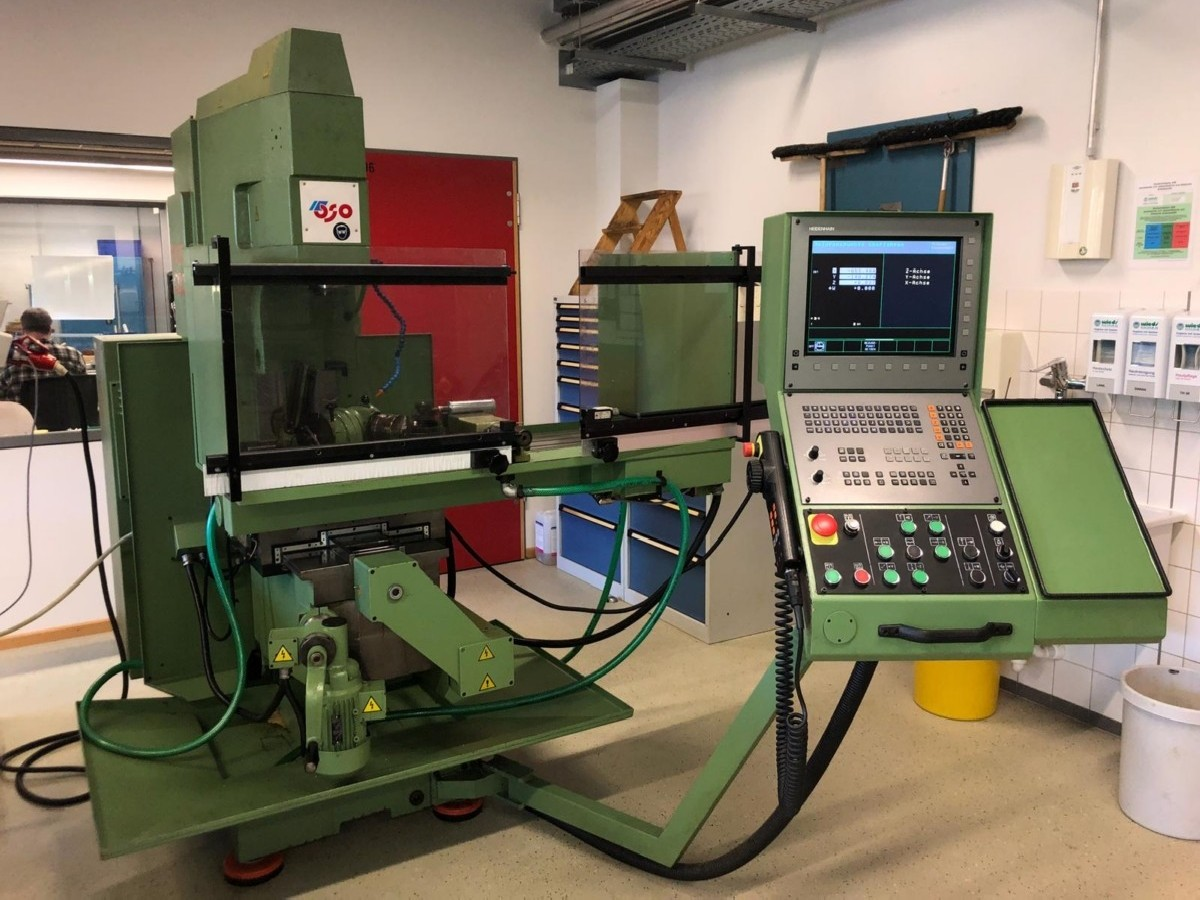 Toolroom Milling Machine - Universal TOS FV 30 CNC photo on Industry-Pilot