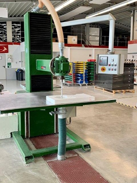 Milling Machine - Vertical FMW  photo on Industry-Pilot