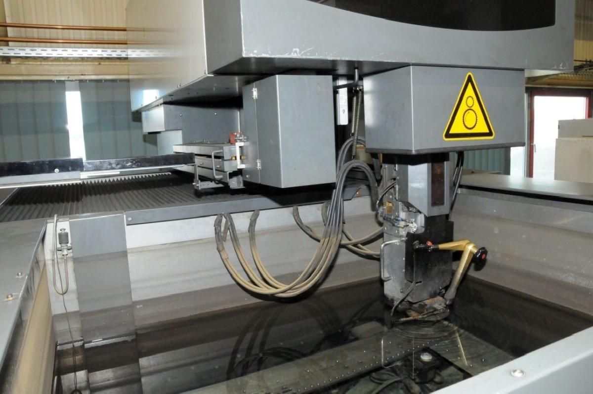 Wire-cutting machine MITSUBISHI EDM FA 300 photo on Industry-Pilot
