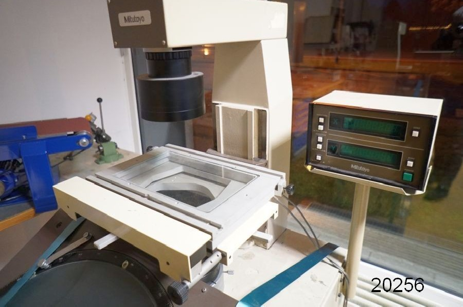 Profile projector MITUTOYO PV 500 photo on Industry-Pilot