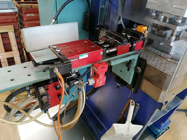 Automatic stamping machine BEUTLER P96-C400 40t 1997 photo on Industry-Pilot