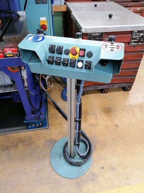Automatic stamping machine BEUTLER P96-C400  photo on Industry-Pilot