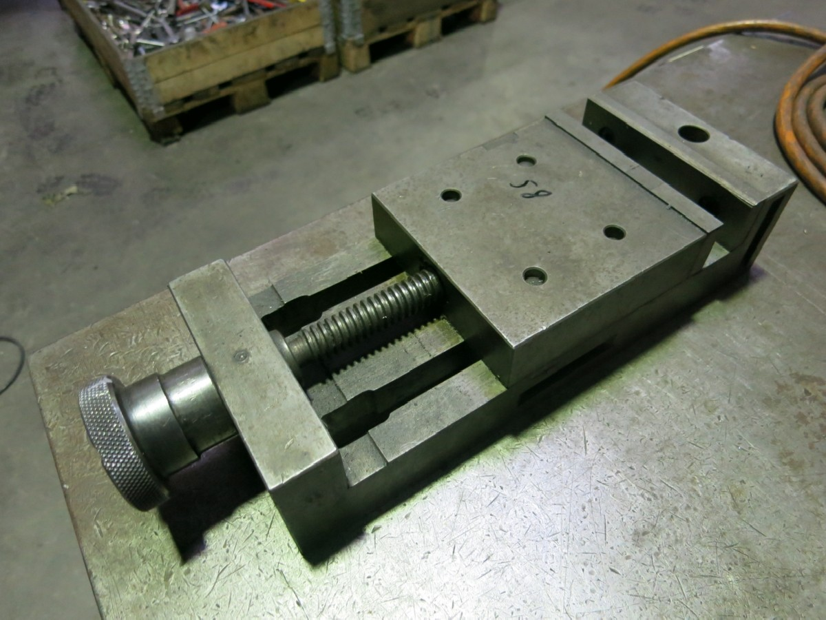 Зажимные тиски Schraubstock 30 mm фото на Industry-Pilot