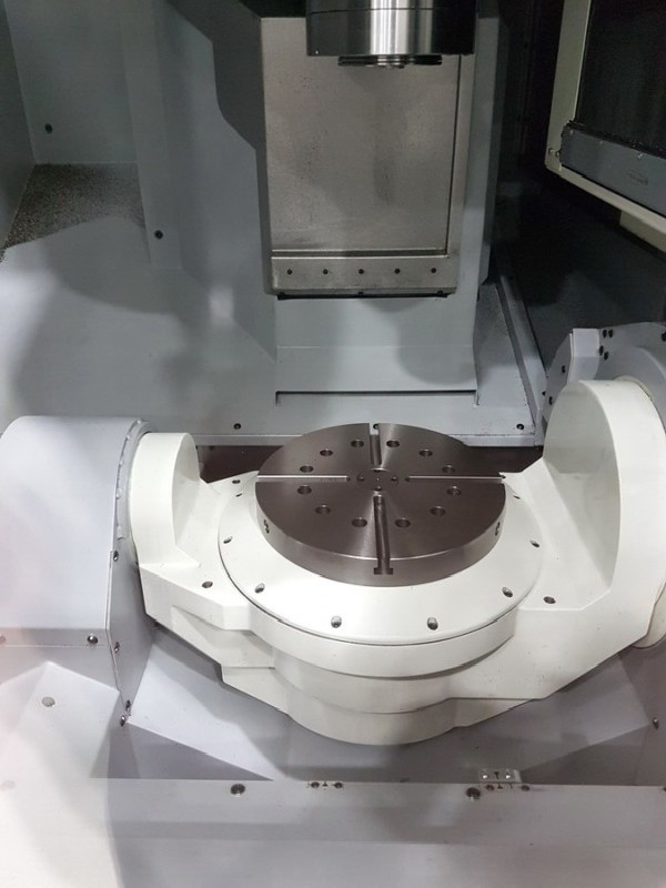 Machining Center - Universal MAKINO D 300 photo on Industry-Pilot