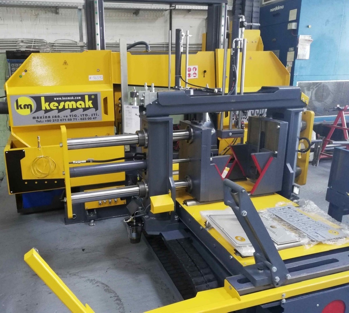 Bandsaw metal working machine - horizontal KM Kesmak KLS 550 x 700 photo on Industry-Pilot