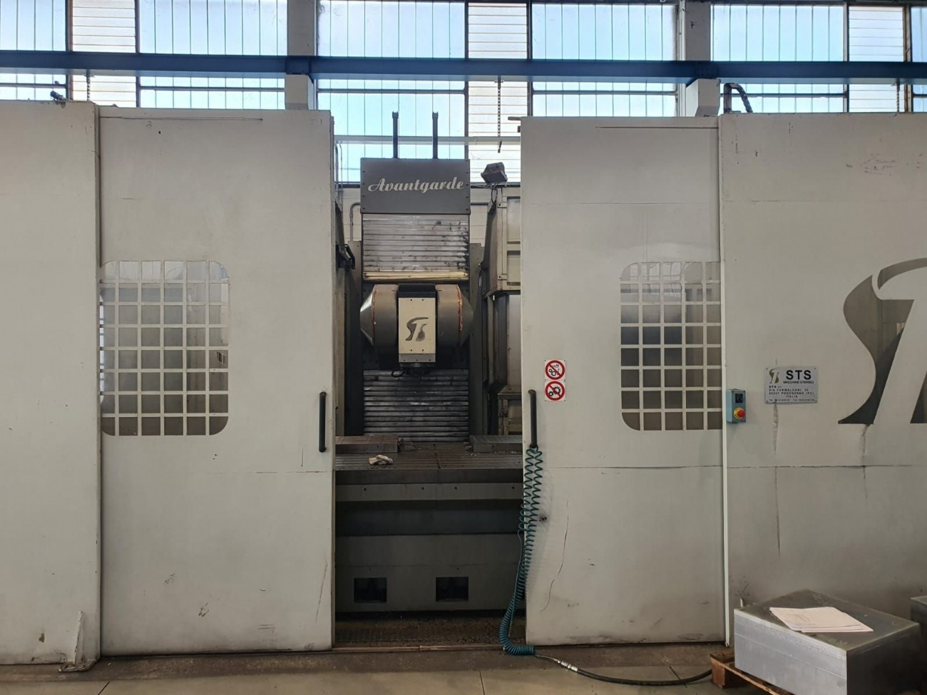 Bed Type Milling Machine - Universal STS AVANTGARDE HS photo on Industry-Pilot