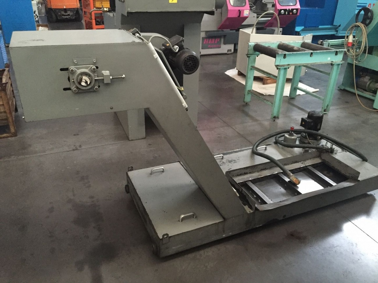 Machining Center - Vertical MIKRON VCP 1000 photo on Industry-Pilot