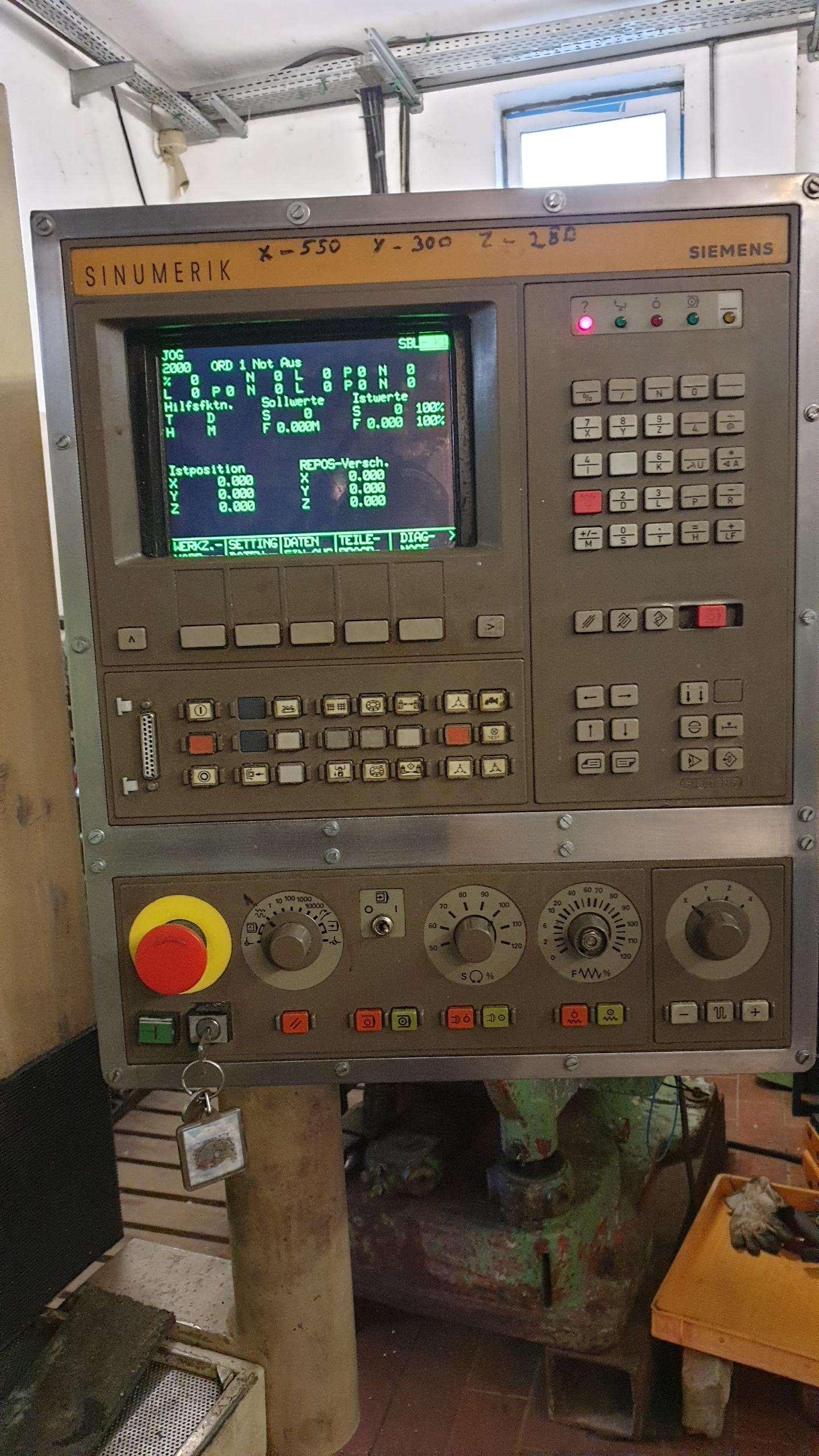 Обрабатывающий центр - вертикальный Bearbeitungszentrum CHIRON FZ12S mit Sinumerik 810M, Bj. 89 фото на Industry-Pilot