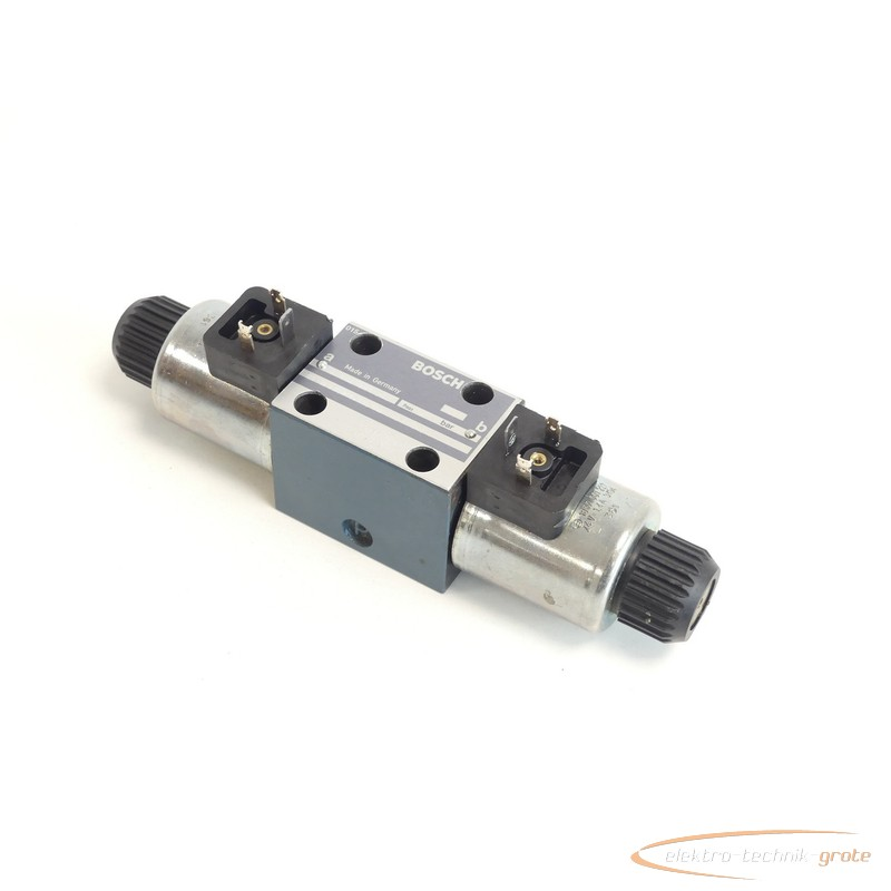 Hydraulic control valve Bosch 0 810 091 242 / 0810091242 + 1837001227 Wegeventil 24 V photo on Industry-Pilot