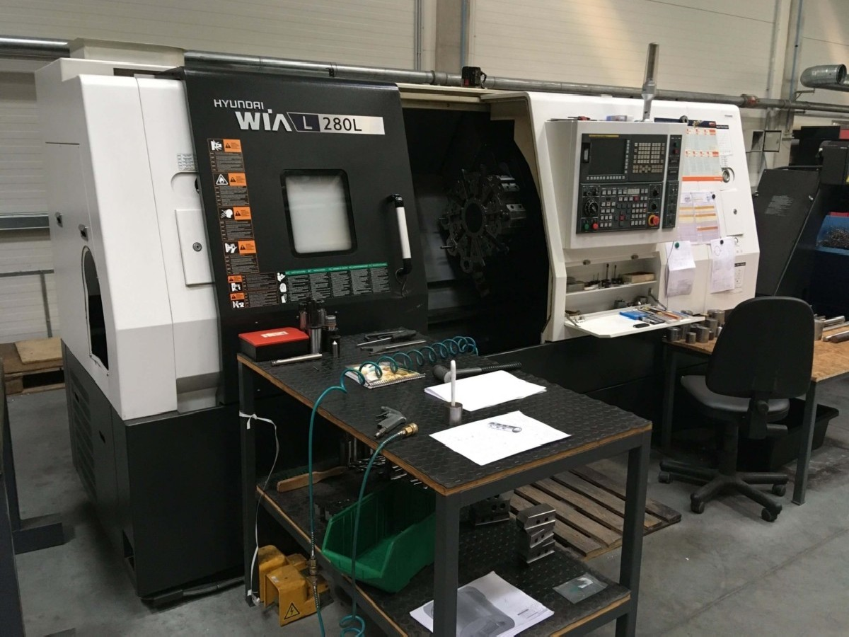 CNC Turning Machine HYUNDAI WIA L 280 L photo on Industry-Pilot