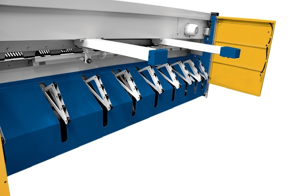 Hydraulic guillotine shear  Assistmach S-CUT 2606 photo on Industry-Pilot