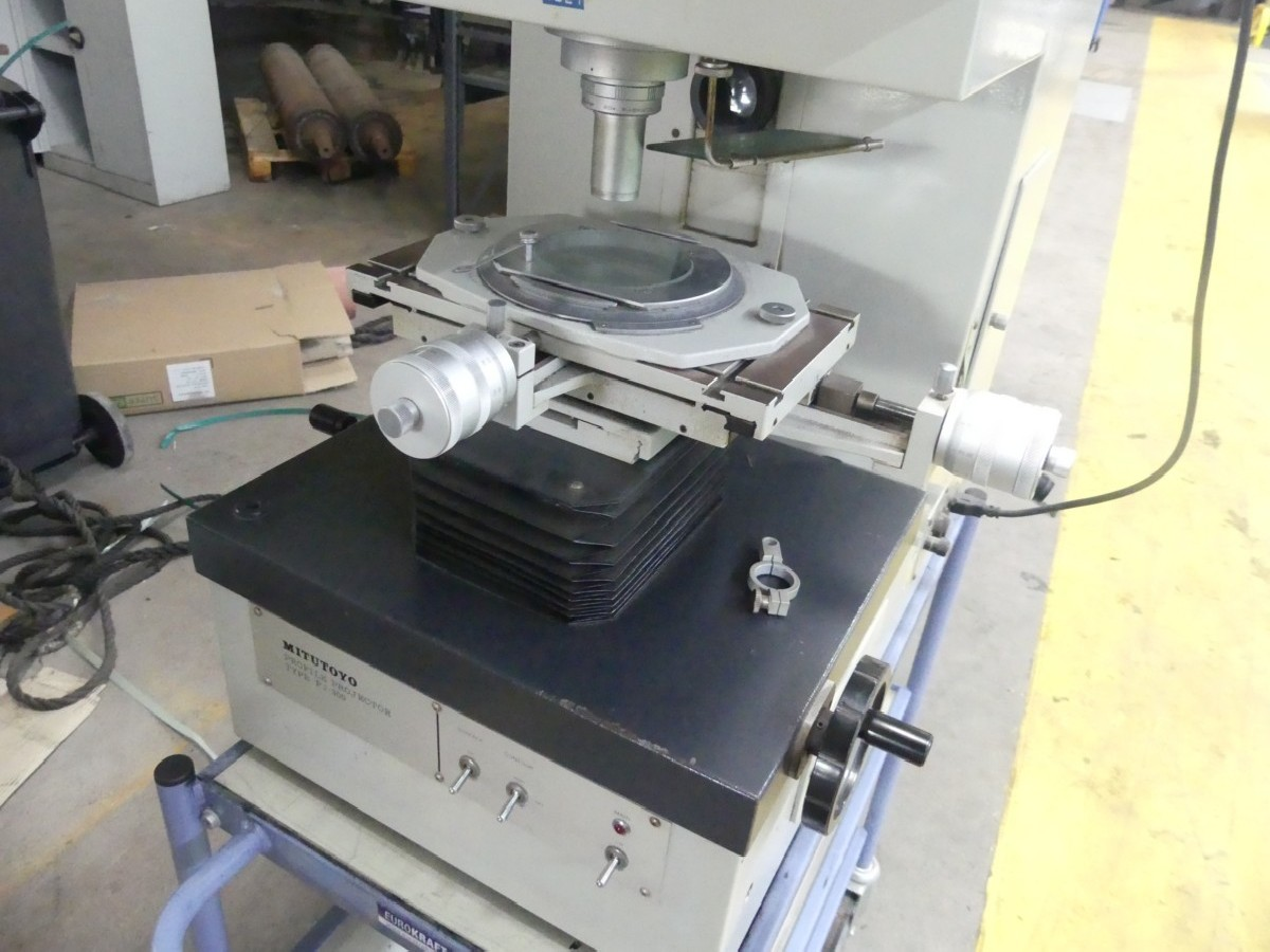 Проектор для контроля профиля MITUTOYO PJ 300 фото на Industry-Pilot