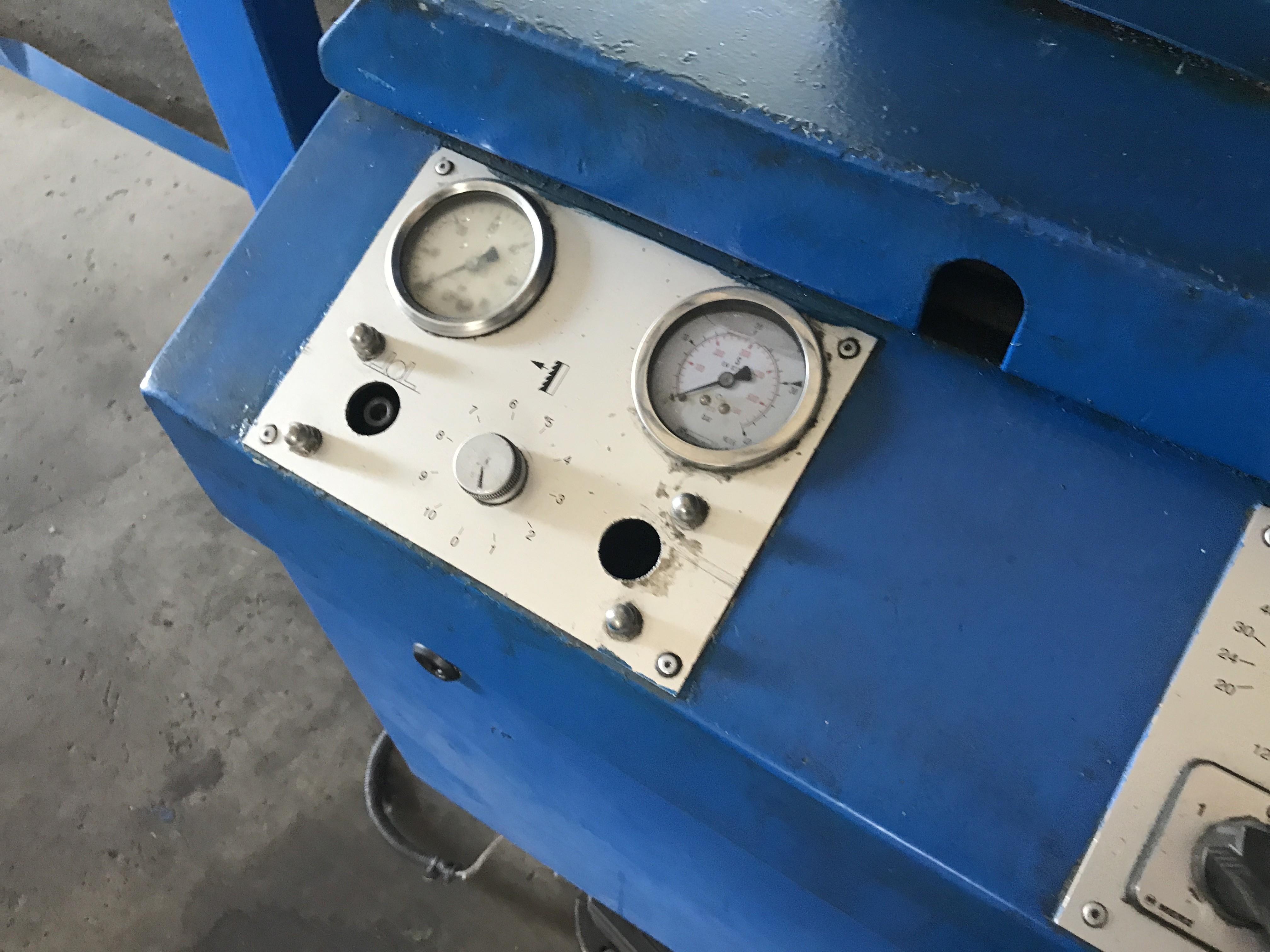 Ленточнопильный станок по металлу - вертик. BAUER VG 450 фото на Industry-Pilot