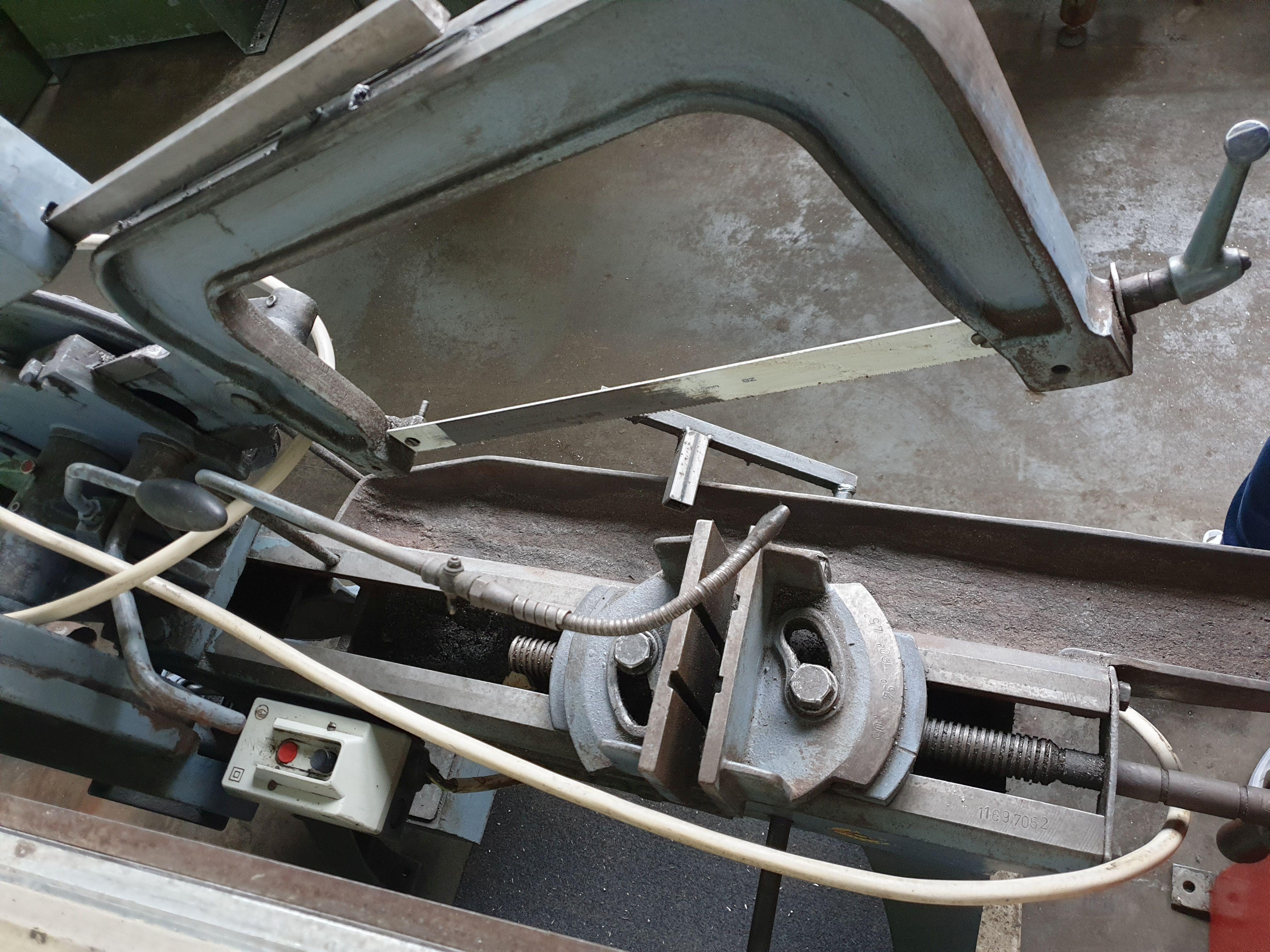 Ножовочные пилы BEHRINGER KS 190 N фото на Industry-Pilot