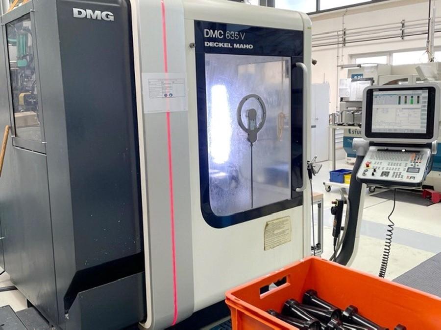 Обрабатывающий центр - вертикальный DECKEL MAHO DMC 635 V фото на Industry-Pilot