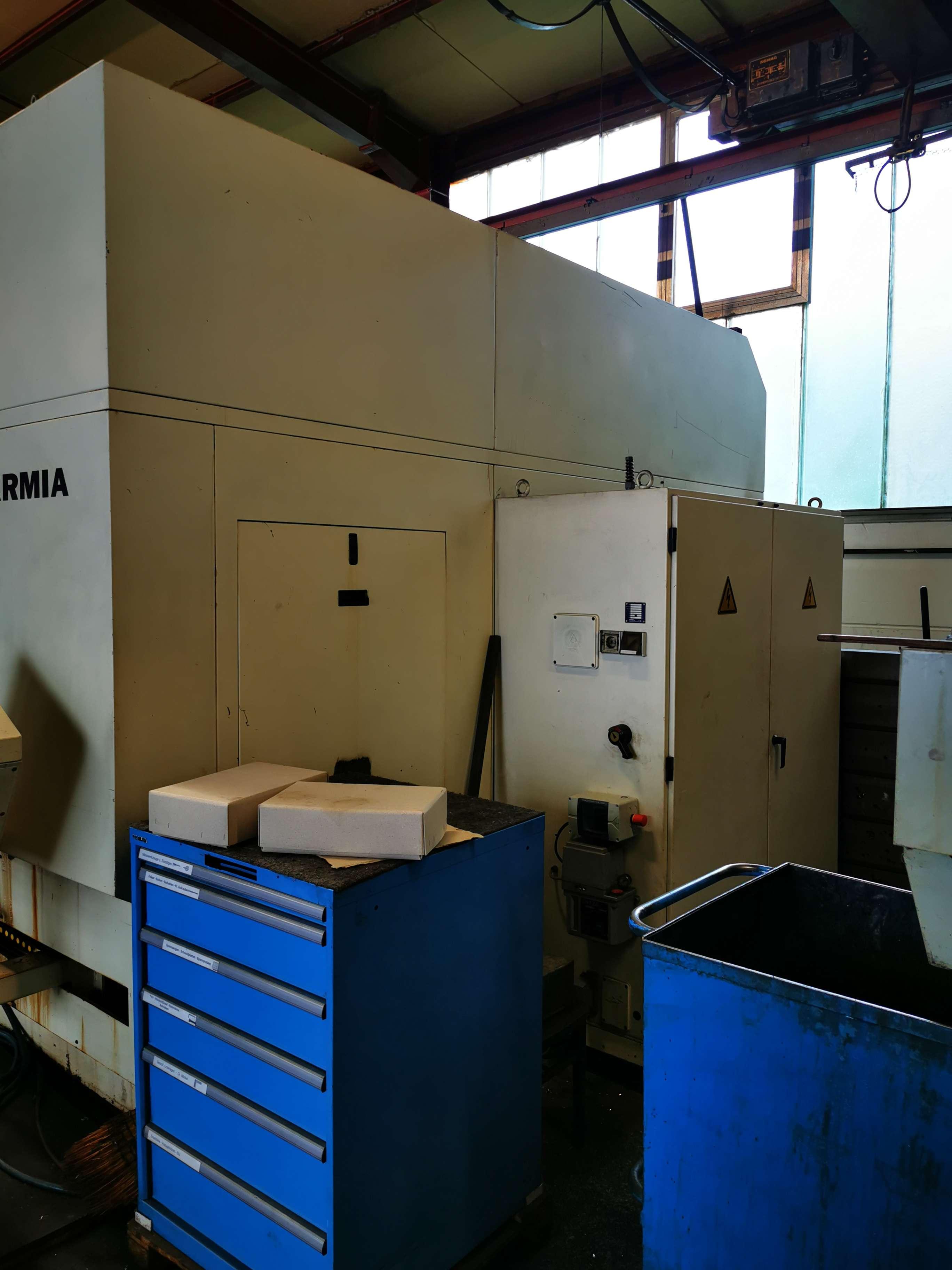 Обрабатывающий центр - вертикальный CNC Vertikal Bearbeitungszentrum  фото на Industry-Pilot