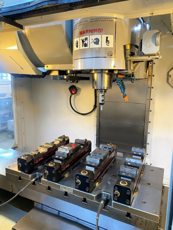 Обрабатывающий центр - вертикальный HAAS VM 2 HE Moldmaker фото на Industry-Pilot