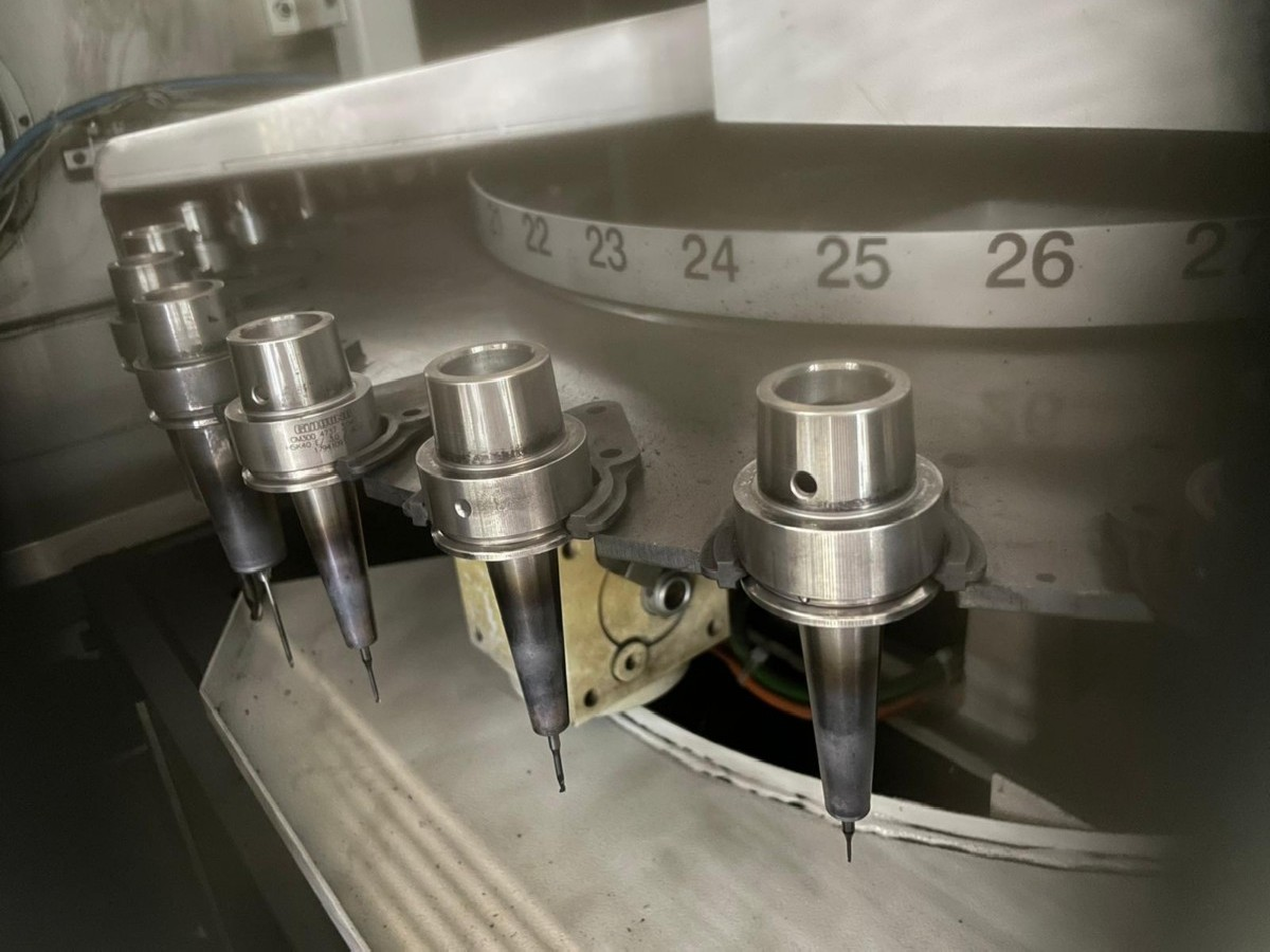 Обрабатывающий центр - вертикальный MIKRON HSM 400 фото на Industry-Pilot