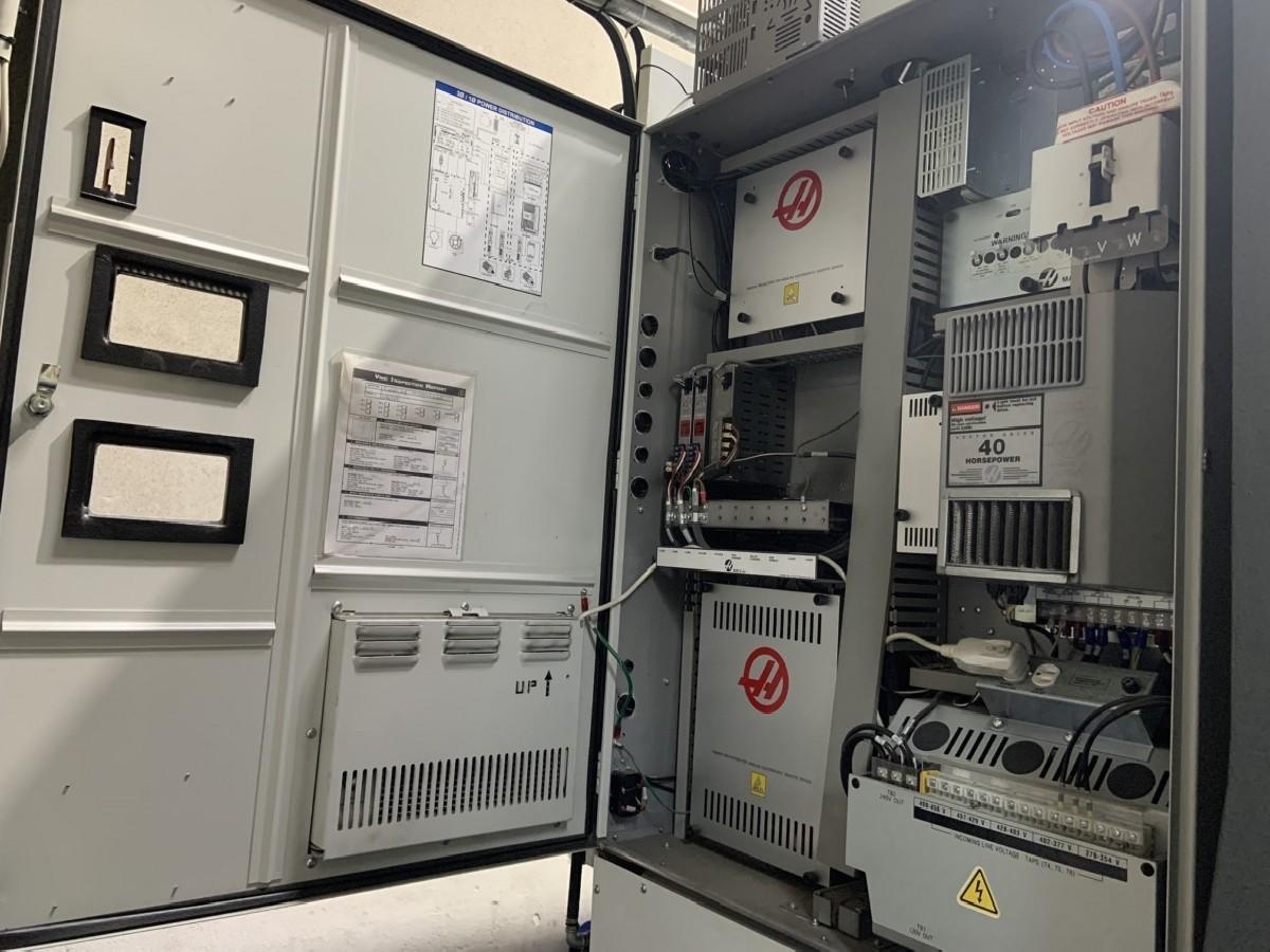 Обрабатывающий центр - вертикальный HAAS VF-8/40 фото на Industry-Pilot