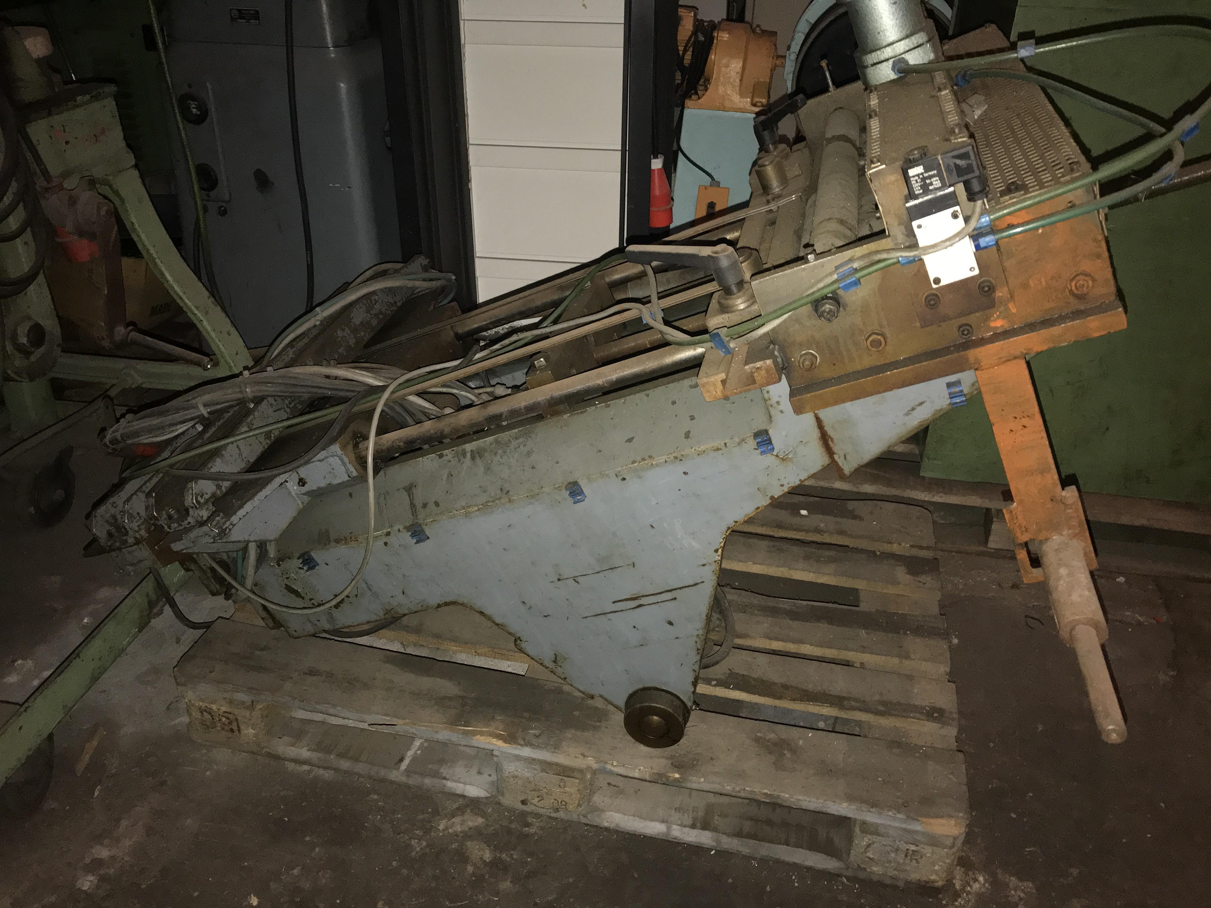 Листоправильный станок Vorschubmaschine  фото на Industry-Pilot