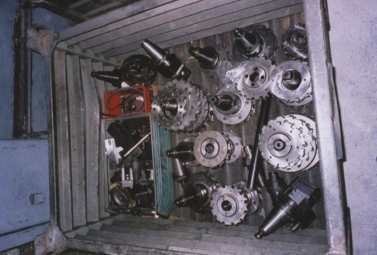 Обрабатывающий центр - вертикальный BURGSMUELLER VIWM 800-CNC фото на Industry-Pilot