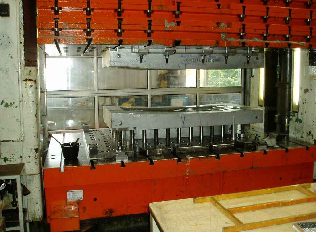 Double Column Drawing Press -Hydr. MUELLER ZE 630-32.3.1 photo on Industry-Pilot
