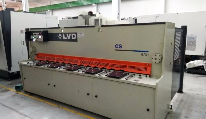 Hydraulic guillotine shear  LVD CS 06/31 photo on Industry-Pilot