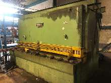 Hydraulic guillotine shear  WIEGER  photo on Industry-Pilot