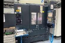 Обрабатывающий центр - вертикальный Makino - V 33i купить бу